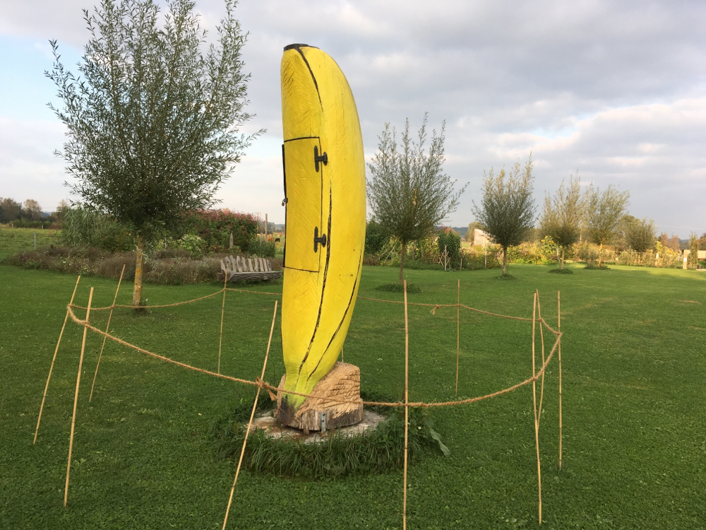 Banane für Bienen in der Staudengärtnerei Gaissmeier Illertissen