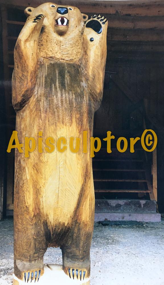Figurenbeute 'Drohender Bär' steht bereit für Ausstellung 'Bienen', Galerie der Handwerkskammer, München