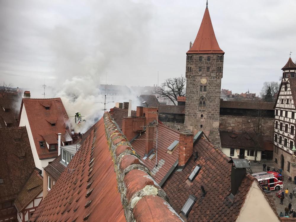 Vom Gutzloch: Brand direkt neben dem Albrecht-Dürer-Haus