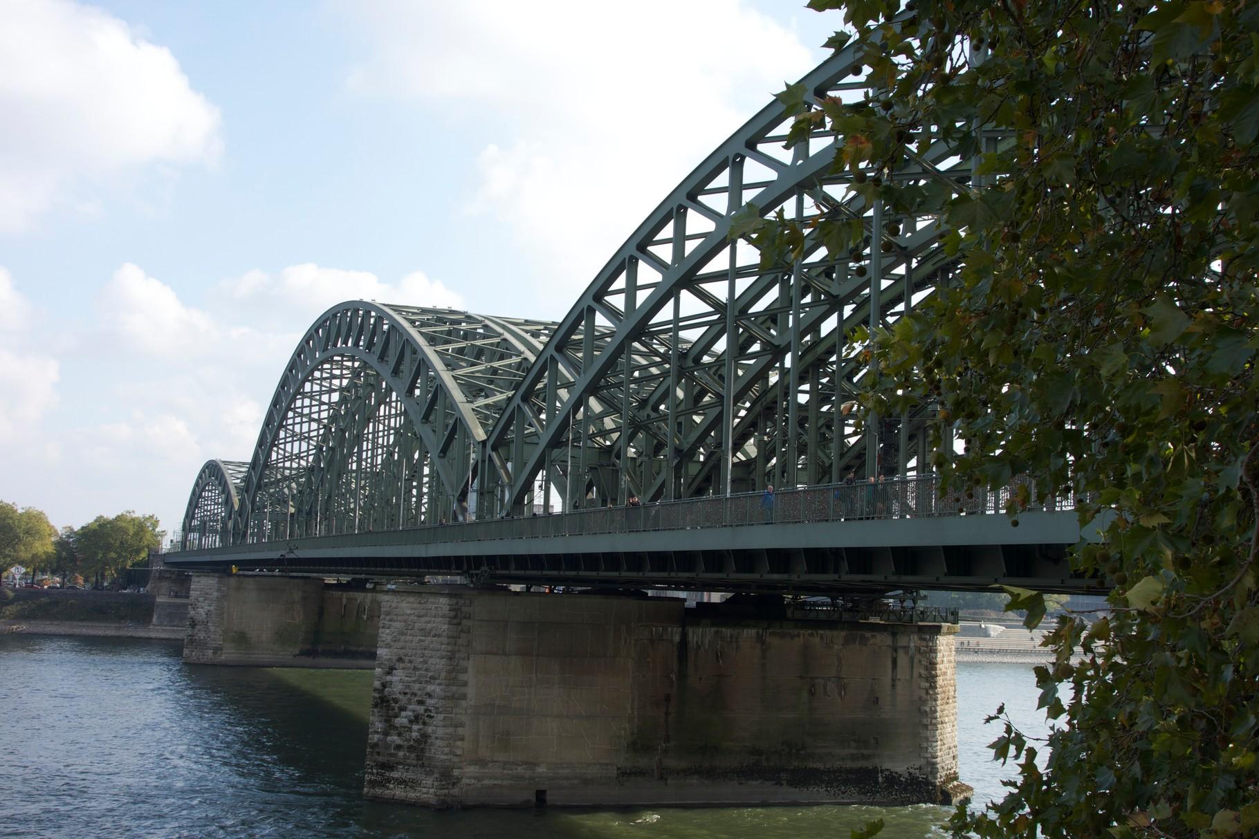 Ponte Hohenzollern vicino alla stazione