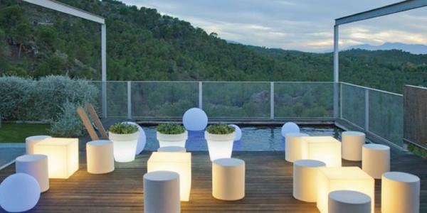 Iluminación ambiente en terraza