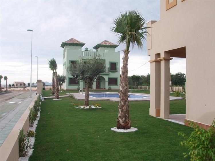 """Vista exterior de viviendas en """"La Hacienda"""""""