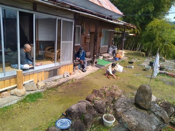 筍は庭で焼いて、残りは筍ご飯や天ぷら。セリ・土筆・蓬は和え物や天ぷら。