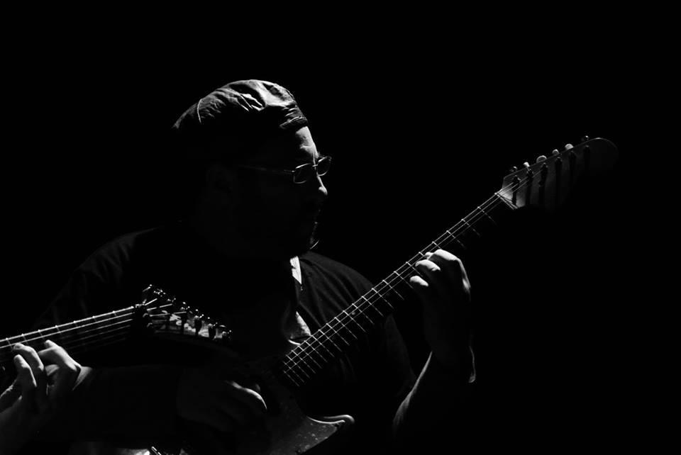 """Black Electric en Vinilo Cafe presentando """"String Machine"""""""