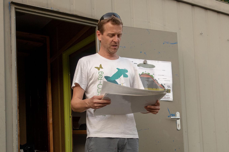 Frieder Leuthold erklärt die Geschichte des Monte Scherbelinos.
