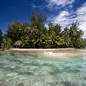 Motu with Cristal Clear Water, Bora Bora, French Polynesia, South Pacific Ocean