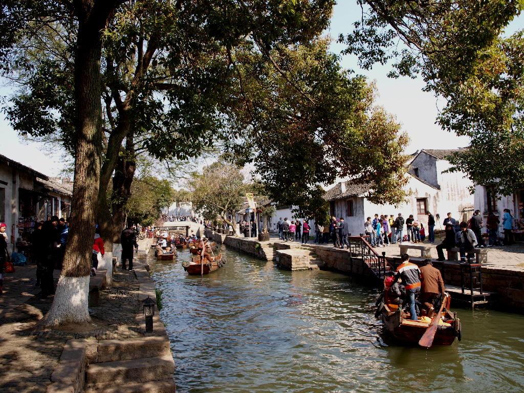 Tong li - in barca sui canali
