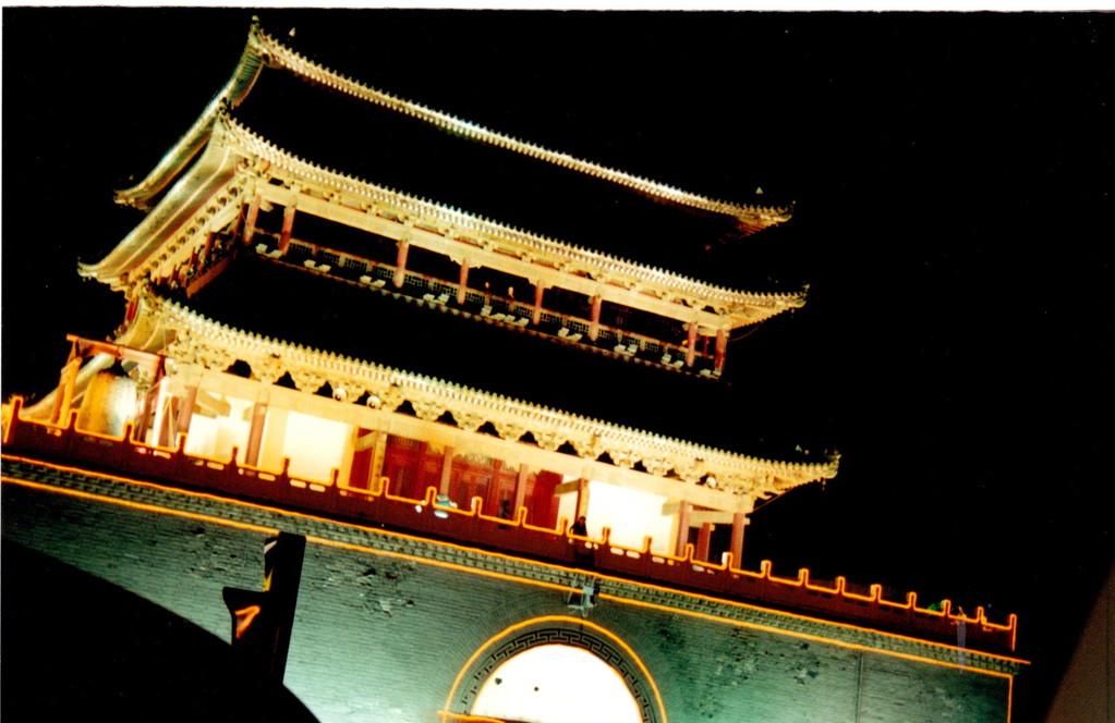 Xian - piazza centrale e torre del tamburo  notte