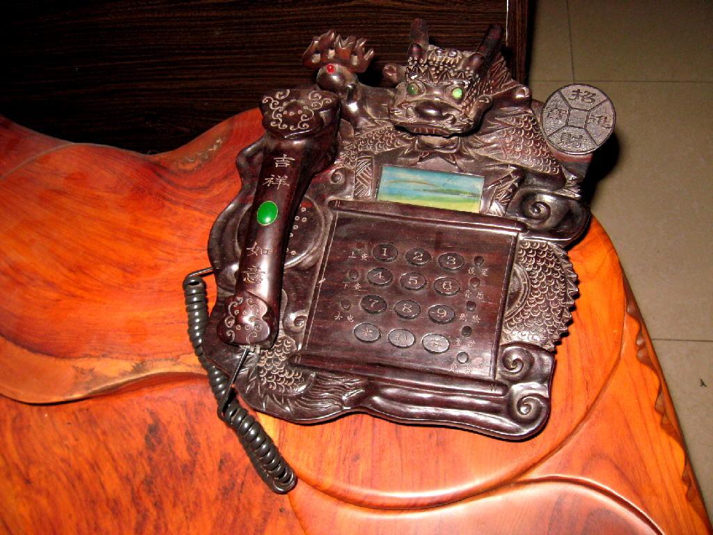 Qing - telefono legno scolpito