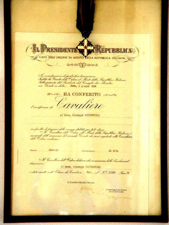 Il Presidente della Repubblica Italiana prof.dott.comm.on.sen.etc. Giovanni Cossiga ha concesso il titolo di Cavaliere al Merito della Repubblica a Beppe, in riconoscimento alla sua grande dedizione alla Patria ( ah sì ... ?  Bene .. )