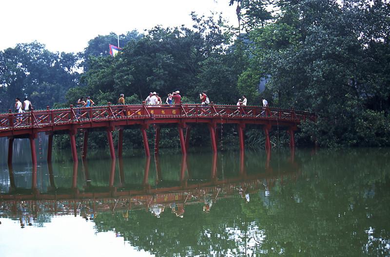 Hanoi ponte Te Huc