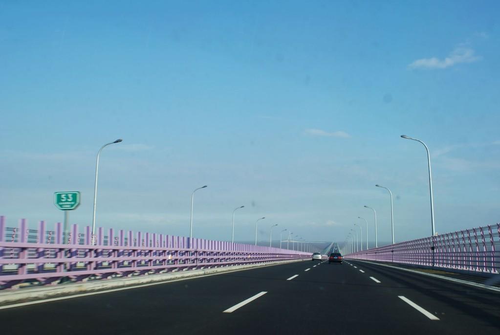 ponte di hangzhou Bay - parte piana su piloni