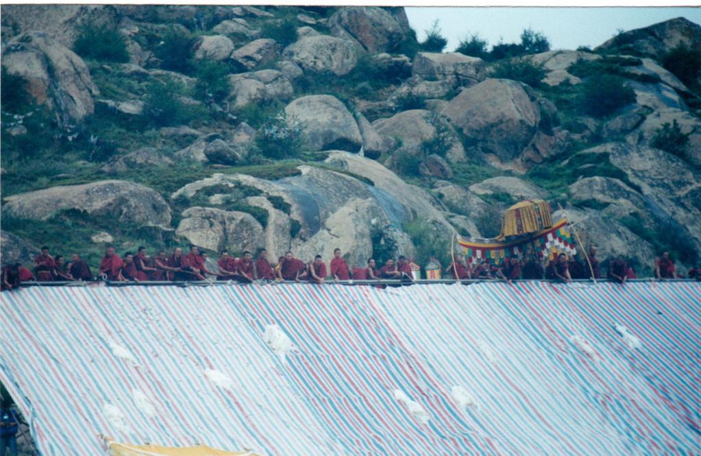 Lhasa monastero Drepung ostensione del grande Thangka inizio