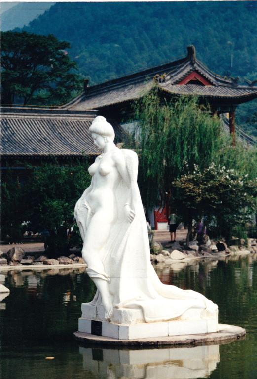 Xian Huaqing hot spring statue of concubine Yang Guifei dinastia Tang