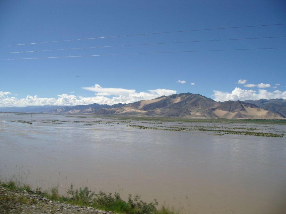 fiume Tsangpo a valle