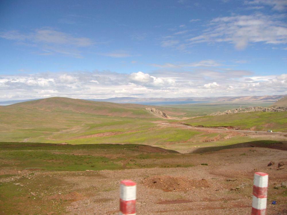 paesaggio a 5000 mt. con vista sul fondo del lago Namtso