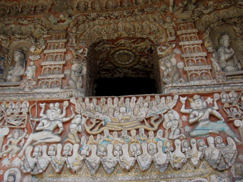 qui sono rappresentati il Buddha terreno, Sakyamuni,