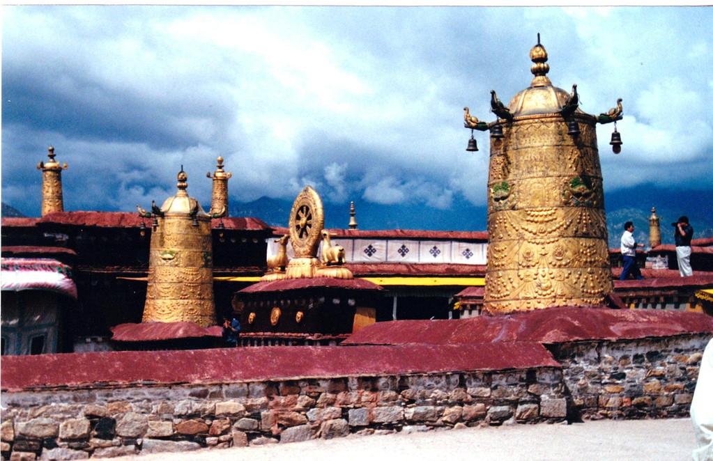 Lhasa Jokang tetto con campane