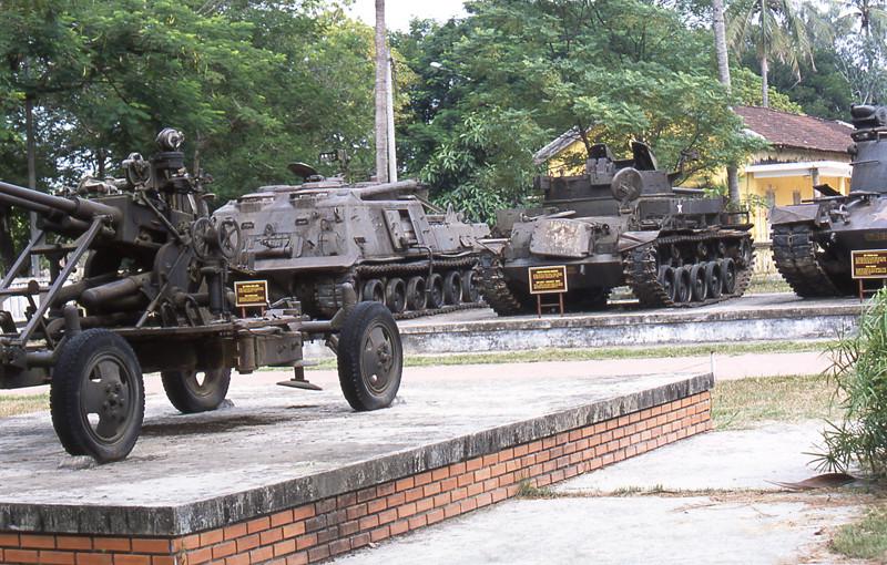 Ho Chi Minh city museo guerra armi pesanti