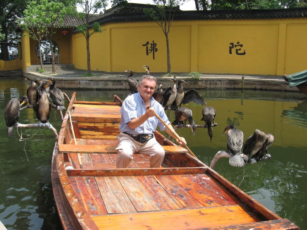 Zhouzhuang - Beppe su una barca per la pesca con i cormorani