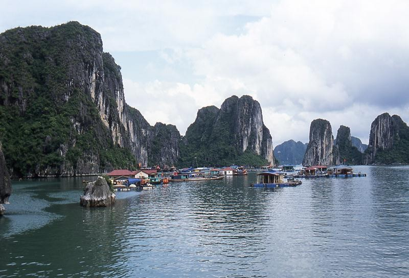 Ha long bay  faraglioni