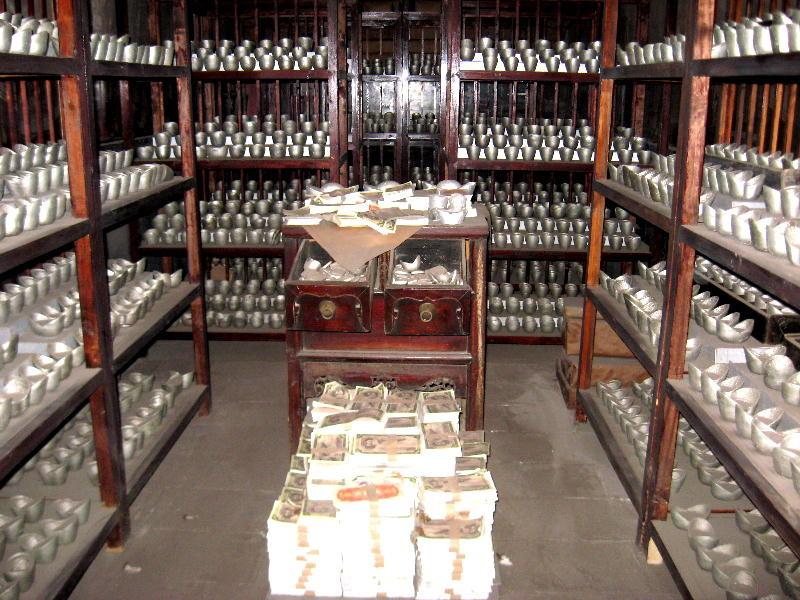 Caveau della banca in cui sono custoditi i lingotti d'oro e d'argento e banconote