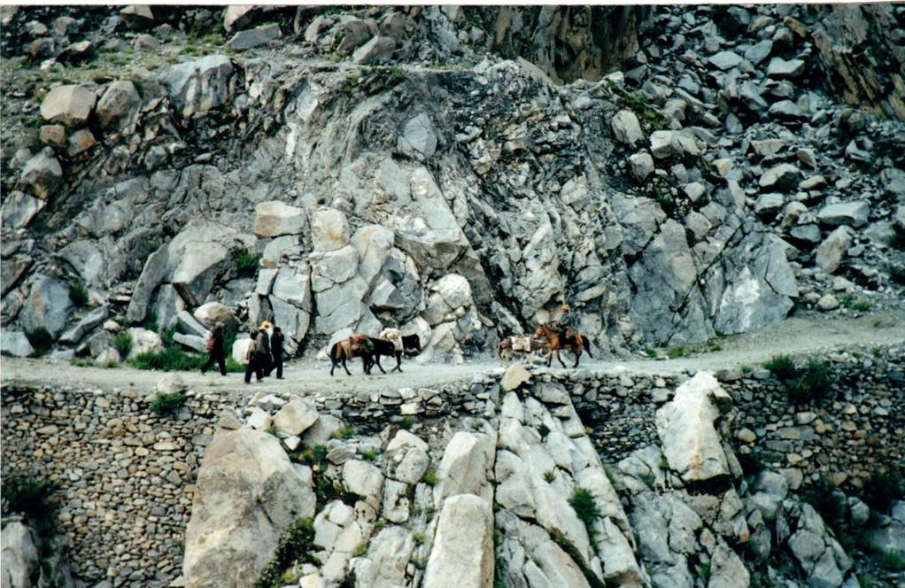 Lhasa  Xigatse strada lungo fiume Tsampo