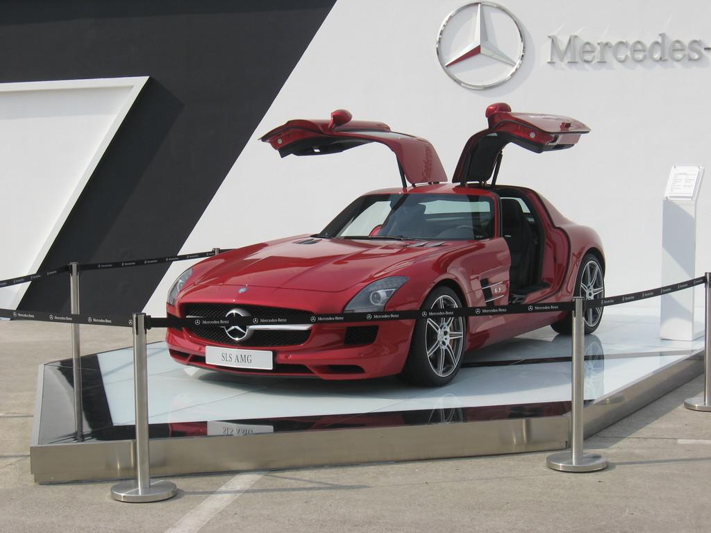 Mercedes Benz 2010 SLSAMG - 6300cc - 300km/h