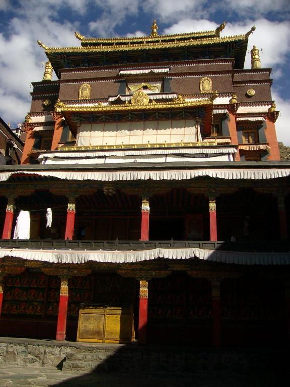 facciata tempio dal cortile