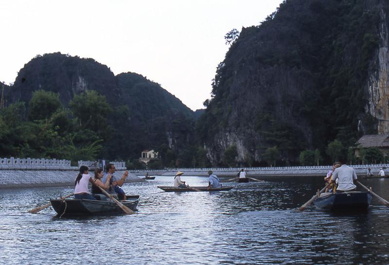 Tam Coc lungo fiume