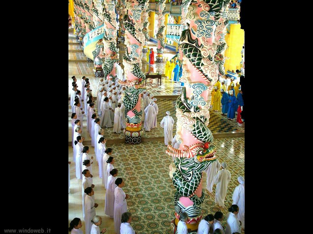 Tayninh interno tempio e fedeli caodaismo