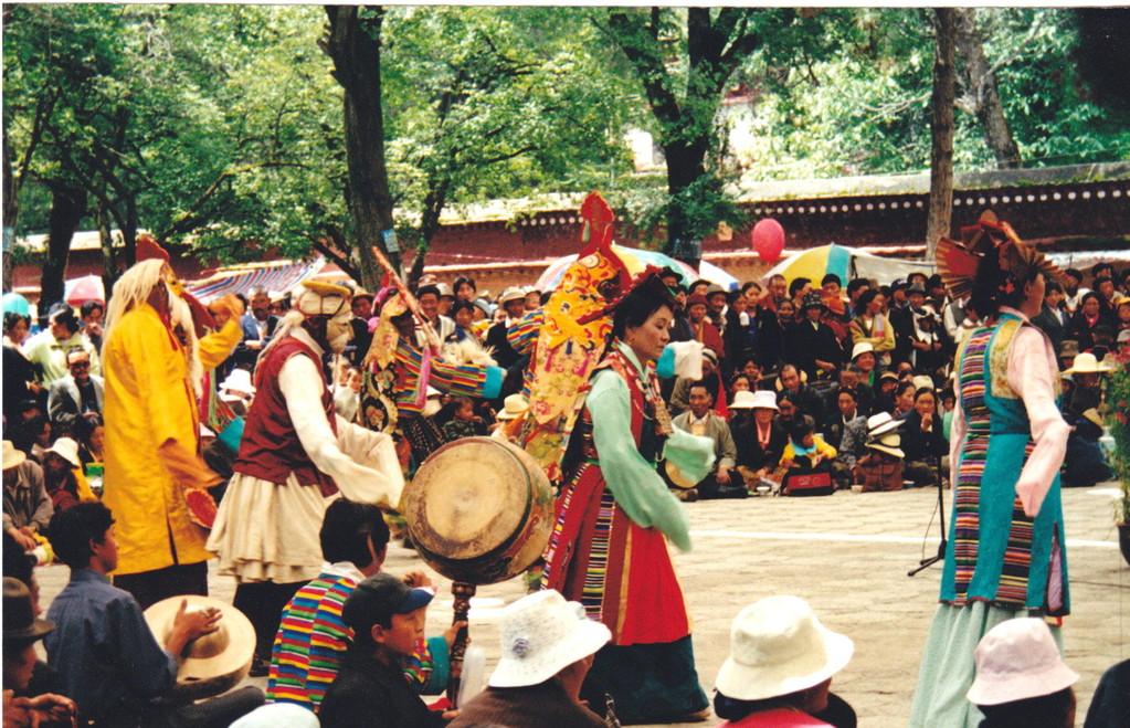 Lhasa Norbulinka Palazzo d'estate del Dalai Lama danze
