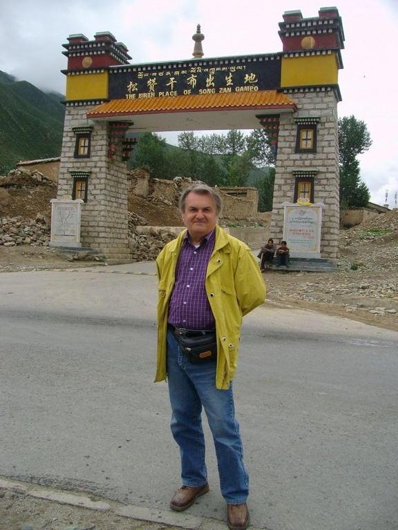 Beppe nel luogo natale di SongzanGampo fondatore del buddhismo lamaismo