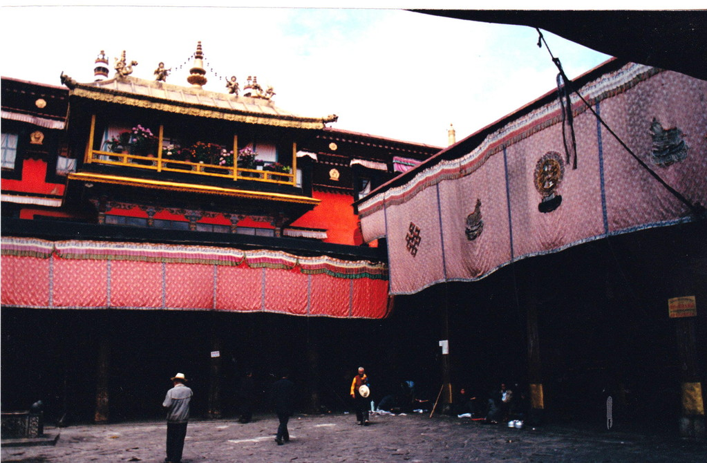 Lhasa Jokang cortile interno