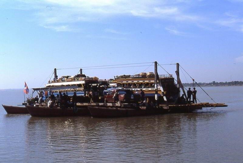 traghetto per Wat Phou