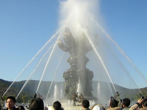 wuxi - nascita del piccolo Buddha con fontane