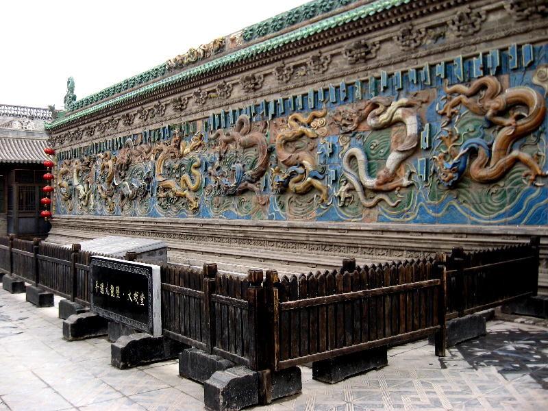muro degli spiriti con drago multicolori
