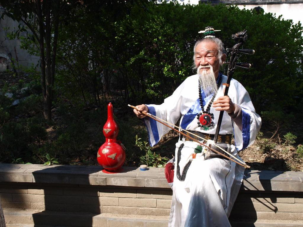 Tong li - taoista con violino
