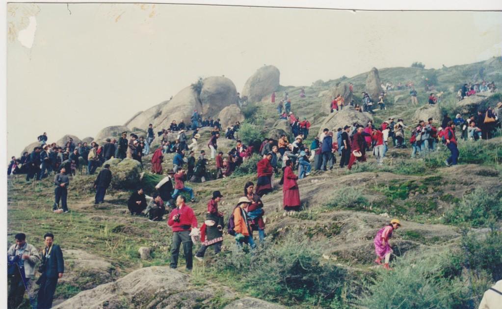Lhasa - monastero Drepung - pellegrini estensione grande Tanka