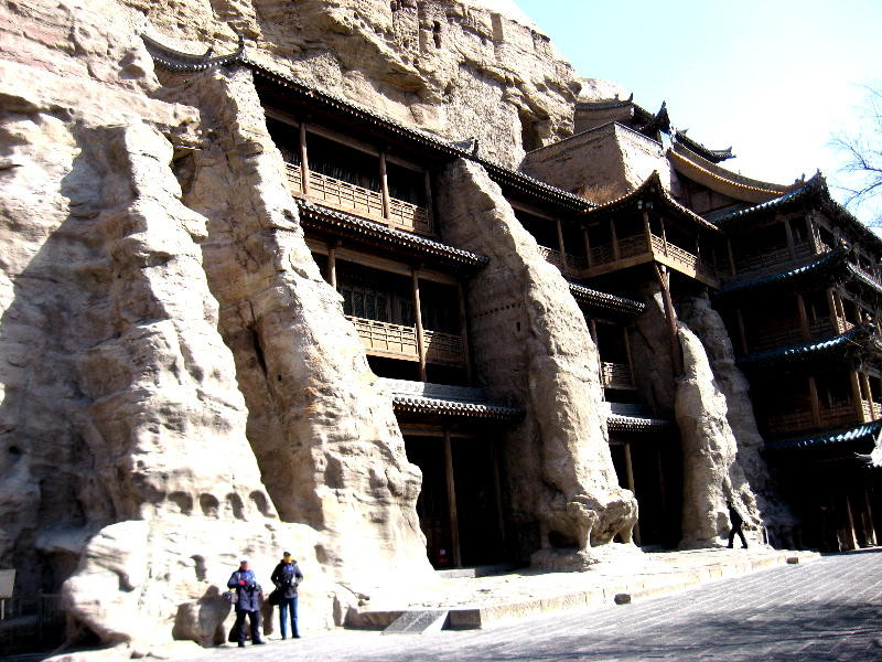 il sistema conta 53 grotte con circa 51.000 statue di Buddha