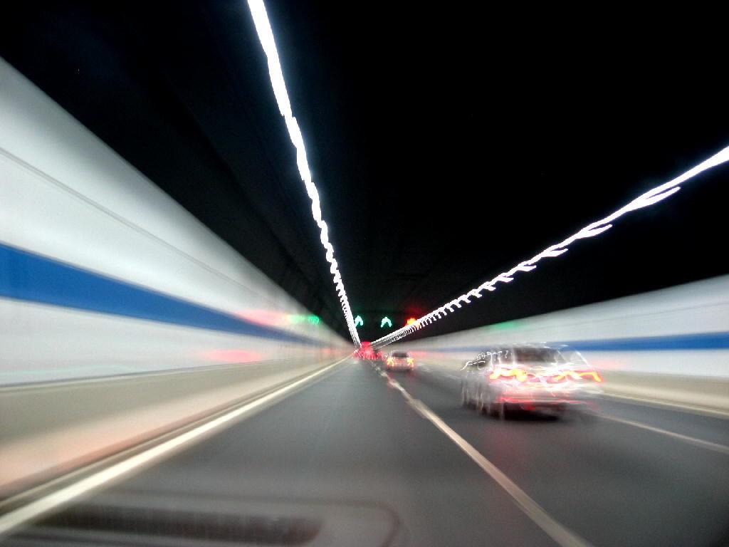 tunnel sotto il fiume ChangJiang, illuminato a LED