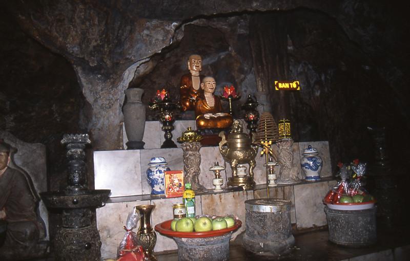 Fiume dei Profumi grotta buddhista