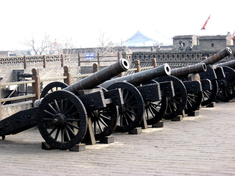 Cannoni sulle mura di cinta