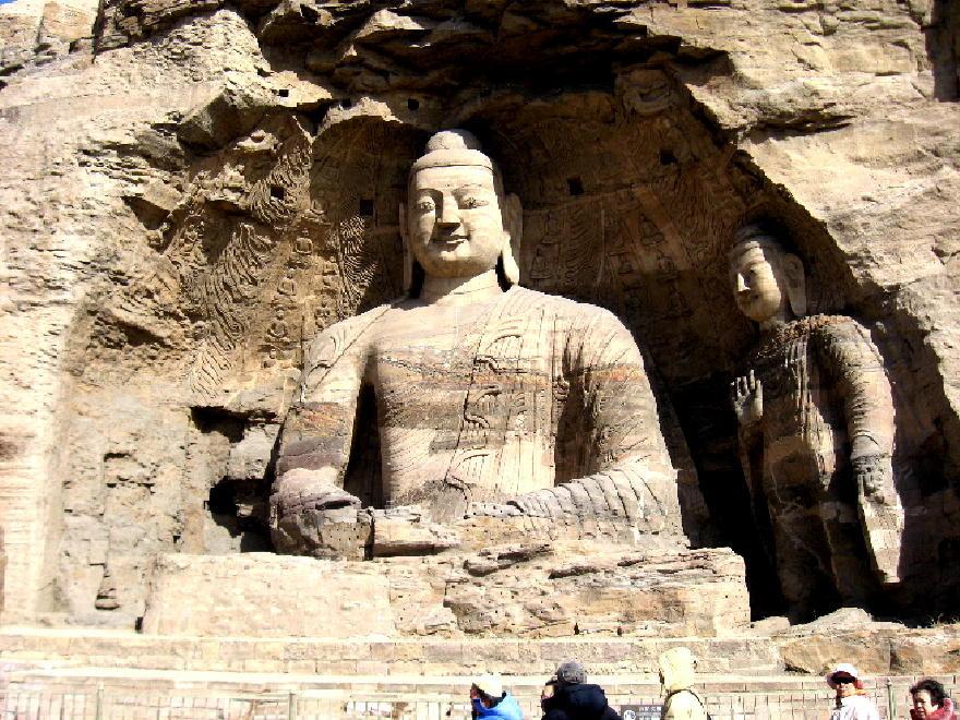 nella grotta N. 20 vi è la colossale statua di Buddha alta 13,5 mt.