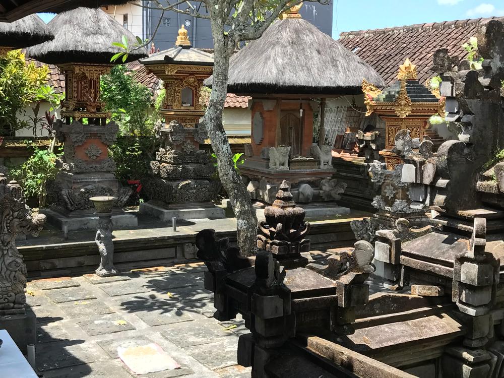 Meine neue Unterkunft genau im Geschehen von Ubud und trotzdem schön und ruhig