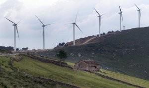 El paisaje cántabro ha sido fuente de disputas repetidas veces sobre los diveros planes de explotación eólica. :: ROBERTO RUIZ
