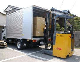 荷物の出荷作業