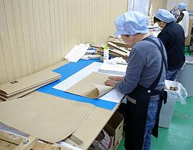 手張り製袋作業