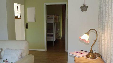 Blick in das Kinderzimmer mit Etagenbett...