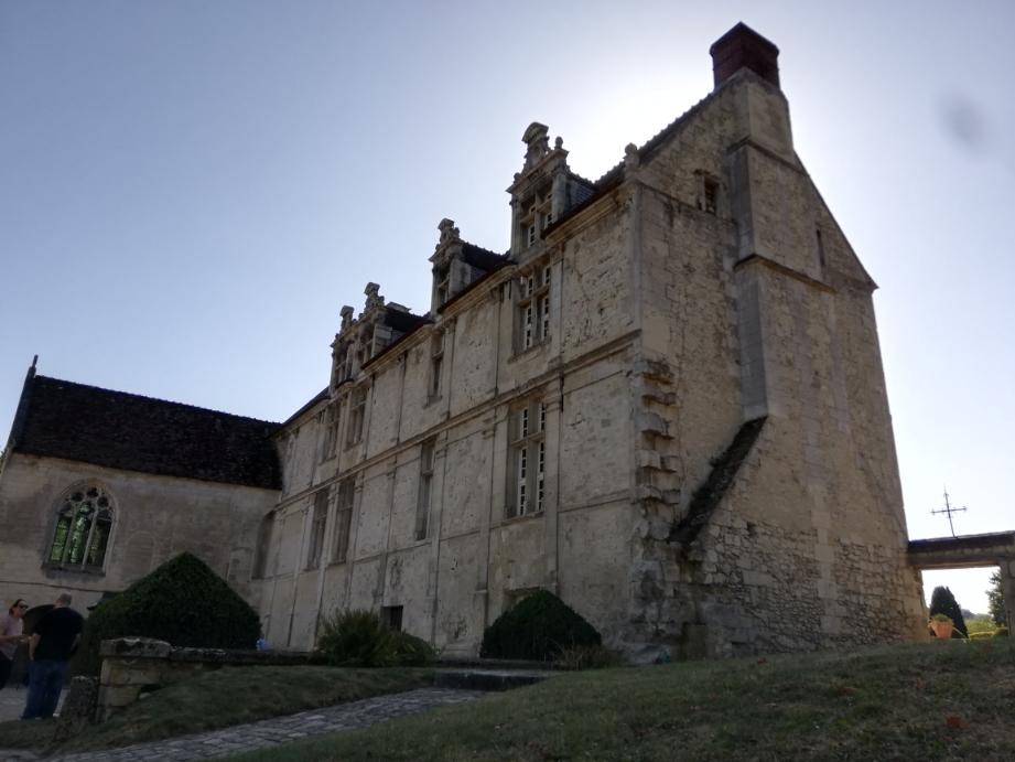 J'aurais l'honneur et le plaisir d'exposer au château de la commanderie à Neuilly-sous-Clermont pour les journées du patrimoine 2020